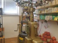 Kružnopletaći dvoiglenični stroj